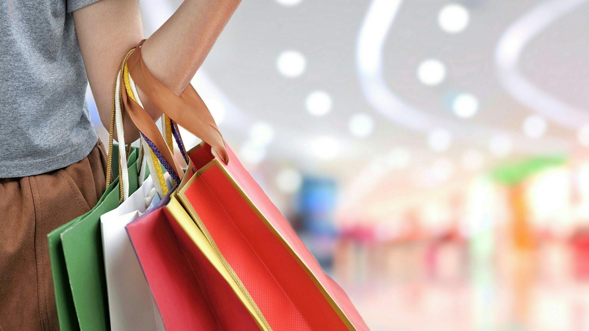 ISC-CX: Female Shopper in Mall